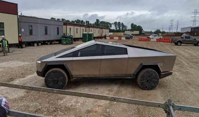 Tesla'nın Cybertruck aracı yeniden görüldü