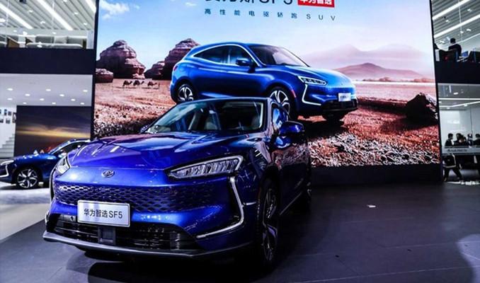 Huawei ilk otomobil modeli Seres SF5'i tanıttı!