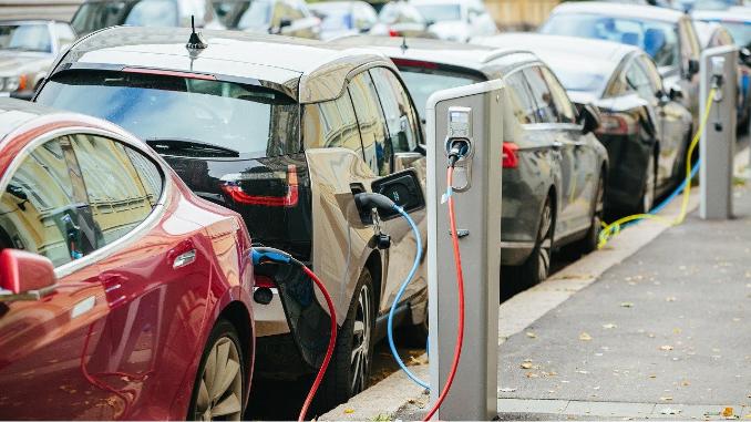 İngiltere'de yeni elektrikli araç şarj noktaları için yeni yatırım