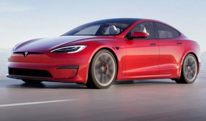 Elon Musk, en hızlı elektrikli aracını tanıttı