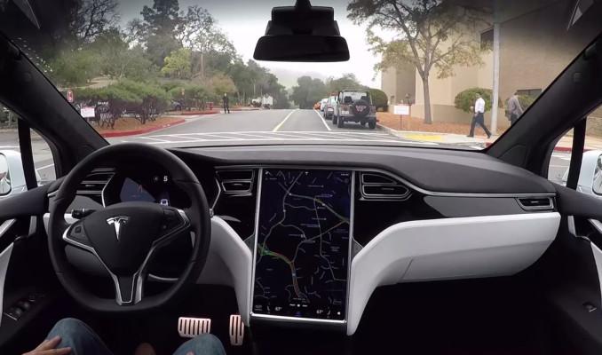 Gelişmiş sürücü destek sistemi bulunan Tesla kaza yaptı